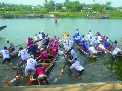 Des évènements populaires comme les courses de bateau sont des opportunités de sensibiliser un large public.